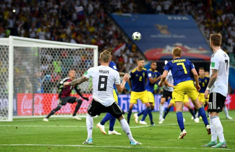 toni-kroos-of-germany-scores-goal